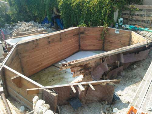 Pin piscines bois et beton on pinterest for Piscine semi enterree beton