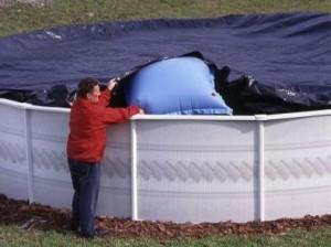 Bache hiver piscine faire le bon choix pour sa couverture for Grosse piscine gonflable