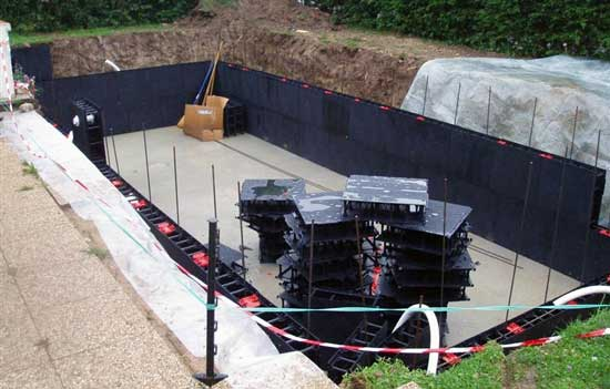 Kits piscines enterr es 2 proc d s de construction for Piscine a debordement en kit