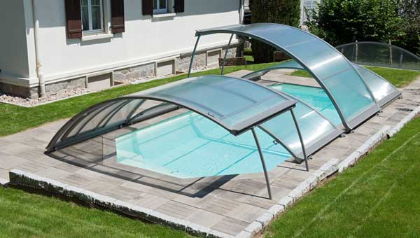 Abri bas piscine caract ristiques avantages inconv nients for Verin abri piscine