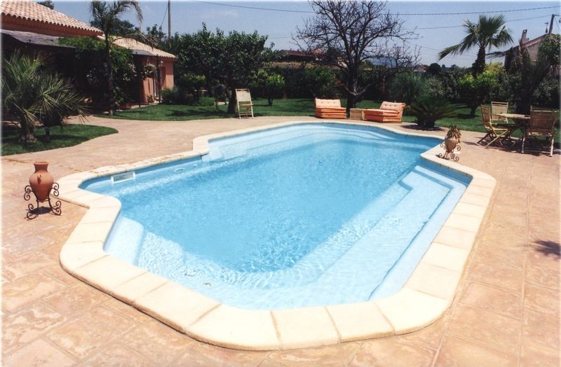 Piscine coque quelle forme choisir for Piscine enterree coque
