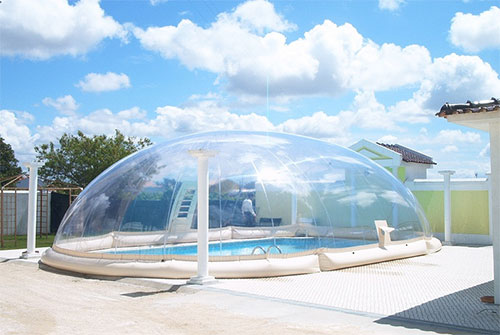 L abri de piscine gonflable un concept part dans le for Prix dome piscine