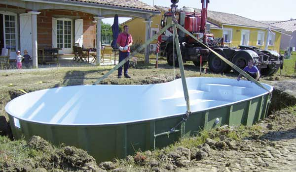 Installer une piscine coque pas pas for Local technique piscine sous terrasse