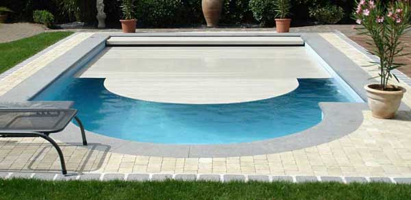 Volet piscine pas cher for Piscine coque debordement