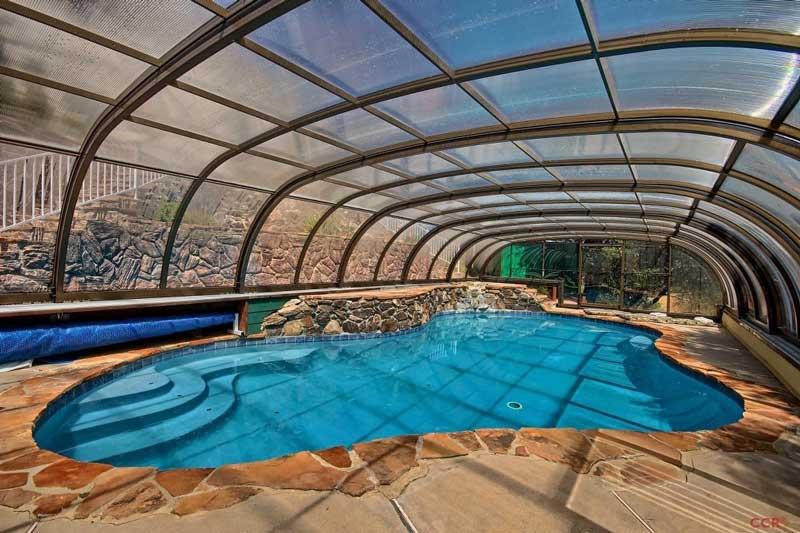 Abri de piscine en aluminium beaucoup d 39 avantages peu d for Avantage service piscine biot