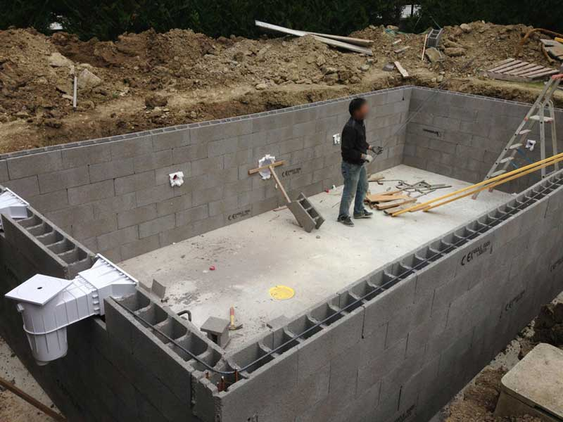 Piscine traditionnelle en b ton une vision long terme for Construire sa piscine en beton