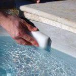 pourquoi nettoyer la ligne d eau d une piscine. Black Bedroom Furniture Sets. Home Design Ideas