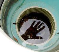 Pour une bonne filtration, contrôler, vider les paniers et nettoyer les parois des skimmers aussi souvent que nécessaire