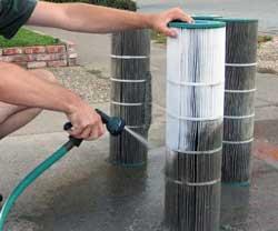 Quand pourquoi et comment nettoyer un filtre cartouche for Cartouche filtre piscine