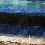 Une piscine à débordement, comment ça se construit ?