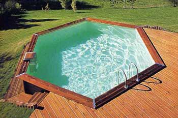 Piscine en bois beaucoup d 39 avantages peu d 39 inconv nients for Dimension piscine semi enterree