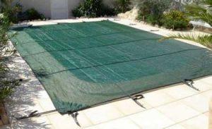Bache hiver piscine faire le bon choix pour sa couverture for Bache filet hivernage piscine