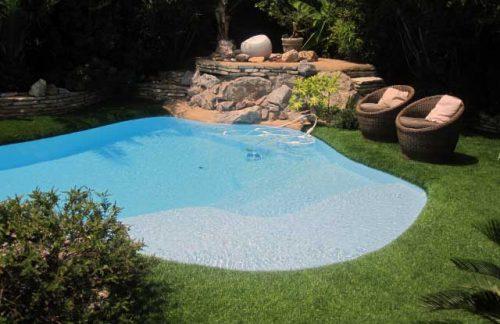 plage-piscine-pelouse-synthetique