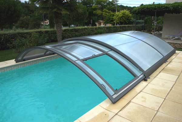 Abri bas piscine caract ristiques avantages inconv nients for Abri de piscine up