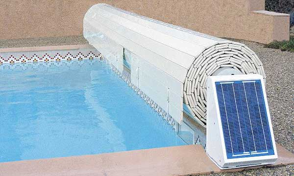 Volet roulant piscine 2 possibilit s for Volet piscine hors sol solaire