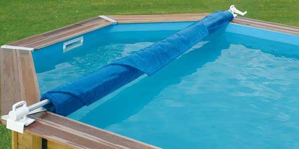 Enrouleur de bache piscine est ce n cessaire lequel for Bache a bulle piscine avec enrouleur