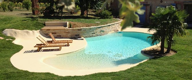Plage immerg e pour cr er une piscine unique ou atypique for Piscine semi enterree 10m2