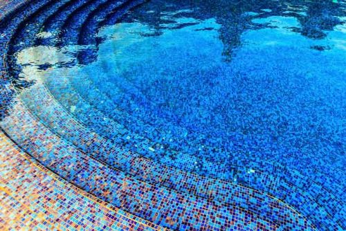 pate-de-verre-piscine