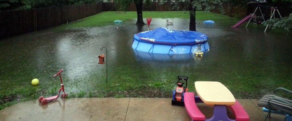 piscine et inondation comment remettre sa piscine en etat. Black Bedroom Furniture Sets. Home Design Ideas