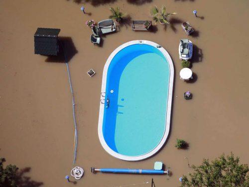 inondation-piscine-thomas-peter-germany-2013