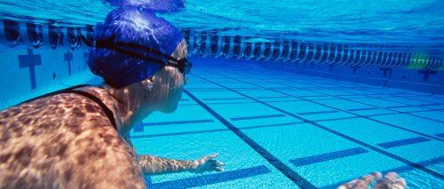 nageuse-sous-l-eau