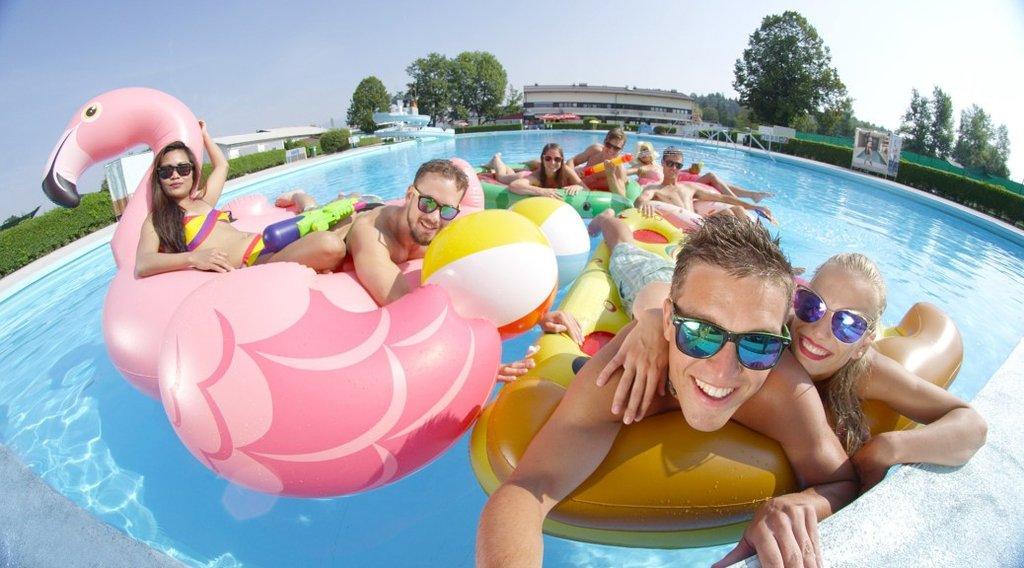 bouées piscine géante